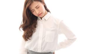 【腰痛】腰痛でつらそうな女性